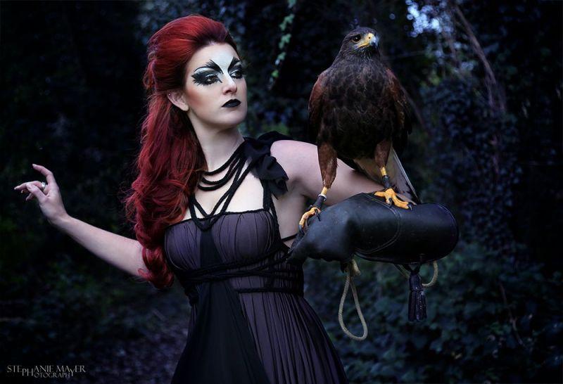 makeuphexe-mit-roten-haaren